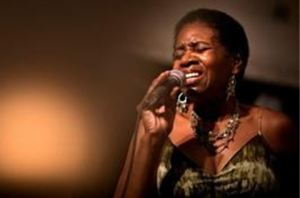 Brenda Bey Performing